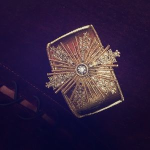Jewelry - Vintage Gold Cuff with Starburst accent